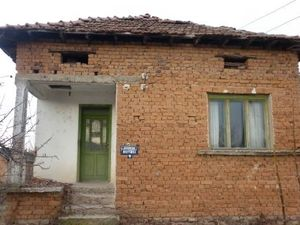 Small rural house with a plot of land situated in a big and lovely village 20 km away from the town of Vratza