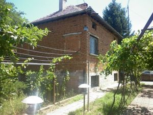 Big rural house situated in a village 40 km away from the town of Vratsa,Bulgaria
