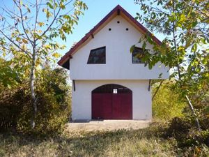 Nice villa with plot of land and panoramic views located near the Danube river