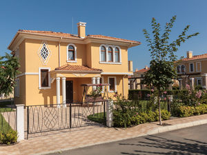 Luxury house with 3 bed, 3 bath, 800 meters from the sea
