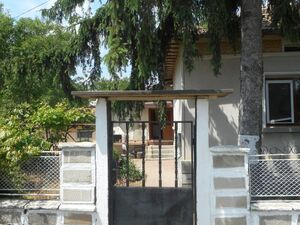 Renovated house with nice garden and BBQ area 35 km from sea