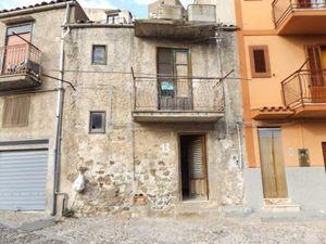 sh 529 town house, Caccamo, sicily