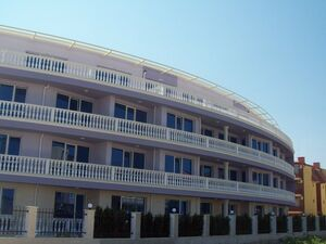 Spacious flat with nice sea views 50 meters from the beach