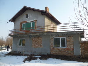 Country house with plot of land 25 km from the Danube river