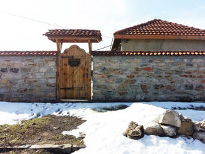 Traditional 3 BED house, made of stone and wood