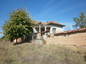 Old rural house with garden & nice location 100 m from river
