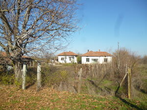 Old rural house with annex,barn & plot of land in quiet area