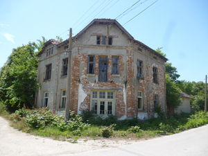 Old rural property with big yard and rich historical past
