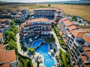 One bedroom apartment in Vineyards resort, 2 km to the sea