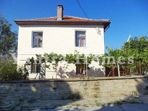 Lovely house with panoramic views in the picturesque village