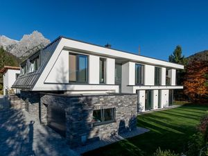 Modern villa, with a panoramic view of the Alps, in the Pill