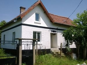 Two country houses with land and nice views near river