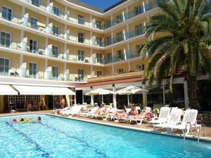 Hotel four stars, 200 meters from the sea, in Lloret de Mar.