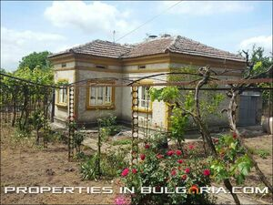 Rural house with very big garden only 14 km to the beach