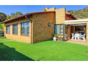 IMMACULATE CLUSTER - 3 Bedrooms For Sale in Mondeor (JHB Sou
