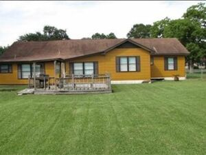 Amazing 3 Bedroom Home in Bridge City, TX for SALE!
