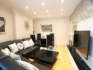 Stunning 2 bedroom flat for sale