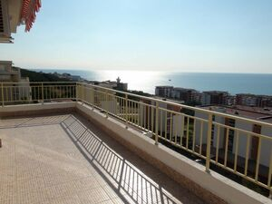 Top floor apartment with sea view and big balcony
