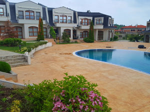 Two-bed fully furnished apartment just a mile from the beach