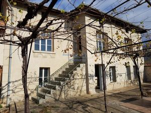 Partly renovated Bulgarian house - in Rose valley, Kazanlak