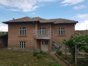 Cosy Bulgarian house with big plot of land and farm building