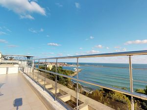 Large 329 sq.m. penthouse with SEA view in Panorama Beach