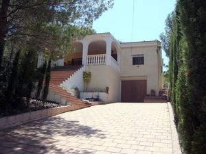 4 Bed 2 Bath Villa Separate Apartment, Pool AC WiFi Sleeps 9
