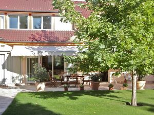 Family house is for sale in Budaors