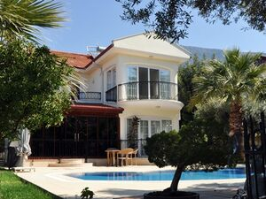 IMPRESSIVE 4 BEDROOM PRIVATE VILLA IN STUNNING LOCATION