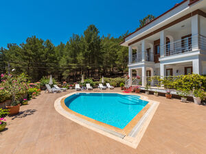 SUPER 4 BEDROOM PRIVATE VILLA IN OVACIK