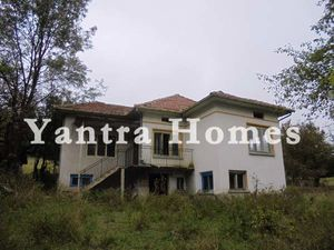 Large house for renovation in Kravenik village
