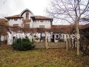 Large house in wine region, close to a reservoir