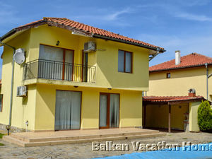 Three bed room pool villa in Tsarichino near Balchik