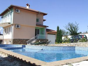 Three-storey furnished house with pool, 4 km to the sea