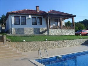 New one-storey house with pool 4 km from the sea