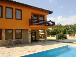 Two-storey house with pool, 6 km from the sea