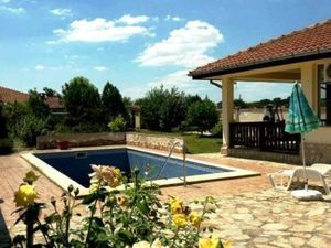 One storey house with swimming pool 5 km from the sea