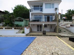 A three-storey house in a villa zone of Balchik close to sea