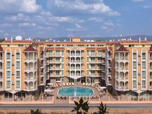 Pool View 2-bedroom apartment in Silver Springs, Sunny Beach