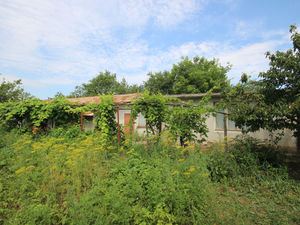 Bargain !!! House with a huge barn in a hilly area