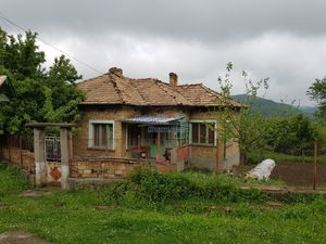 GREAT INVESTMENT-TWO HOUSES,BIG FARM BUILDING,800sq.m GARDEN