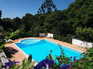Superb 6 bed two-story Villa, with pool & garage in Sintra