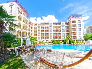 1-bedroom apartment with pool view in Harmony Suites 2