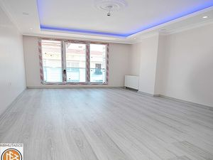Near Markets 2+1 apartment for sale in Istanbul