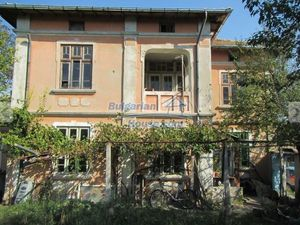 Village house with huge garden-8500sq.m near Targoviste