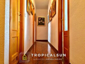 Large apartment with schools and shops in Las Marinas