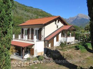 Perfectly restored villa with a 60 sqm pool in Apricale