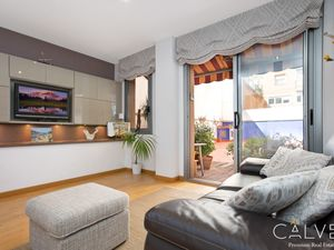 Duplex for sale in front of Plaza de Drassanes, Barcelona