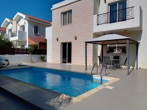 Luxury House 5 bedrooms with Deeds and Pool in Plyla, Larnac