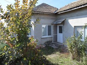 Small bungalow with 2 bedrooms in village of Kardam